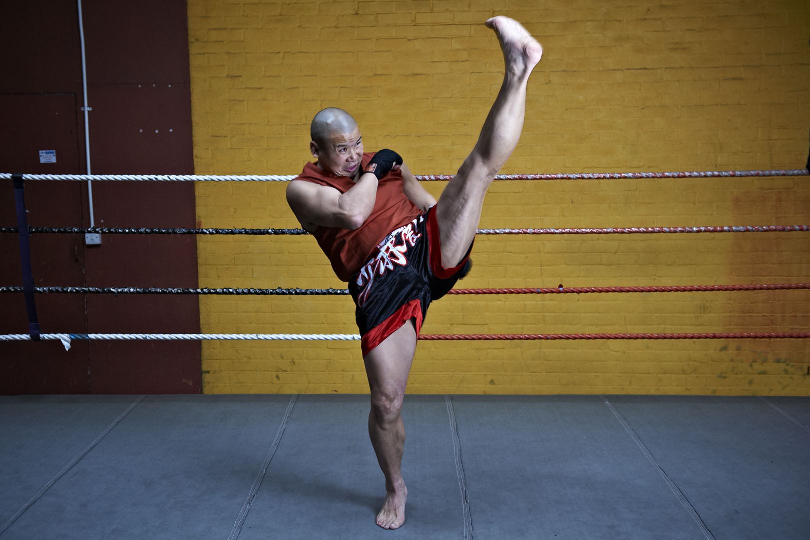 Shaolin temple uk shifu yanzi kick 20.jpg