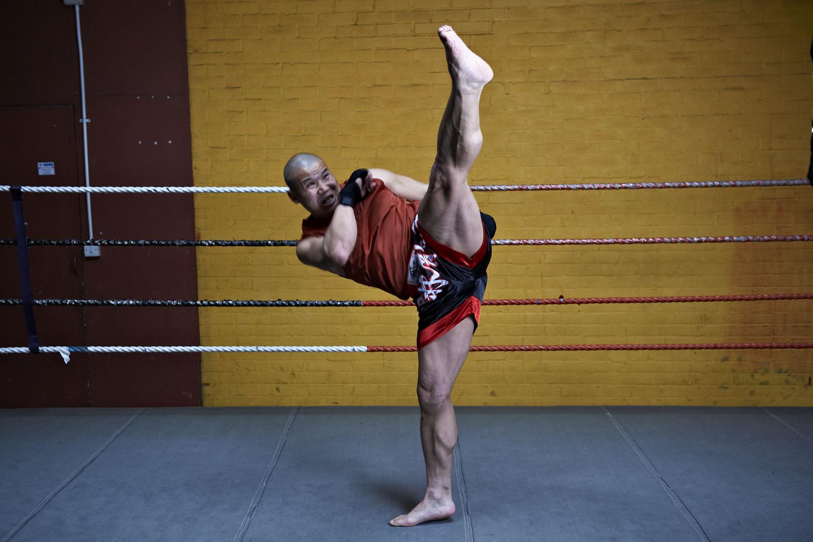 Shaolin temple uk shifu yanzi kick 22.jpg