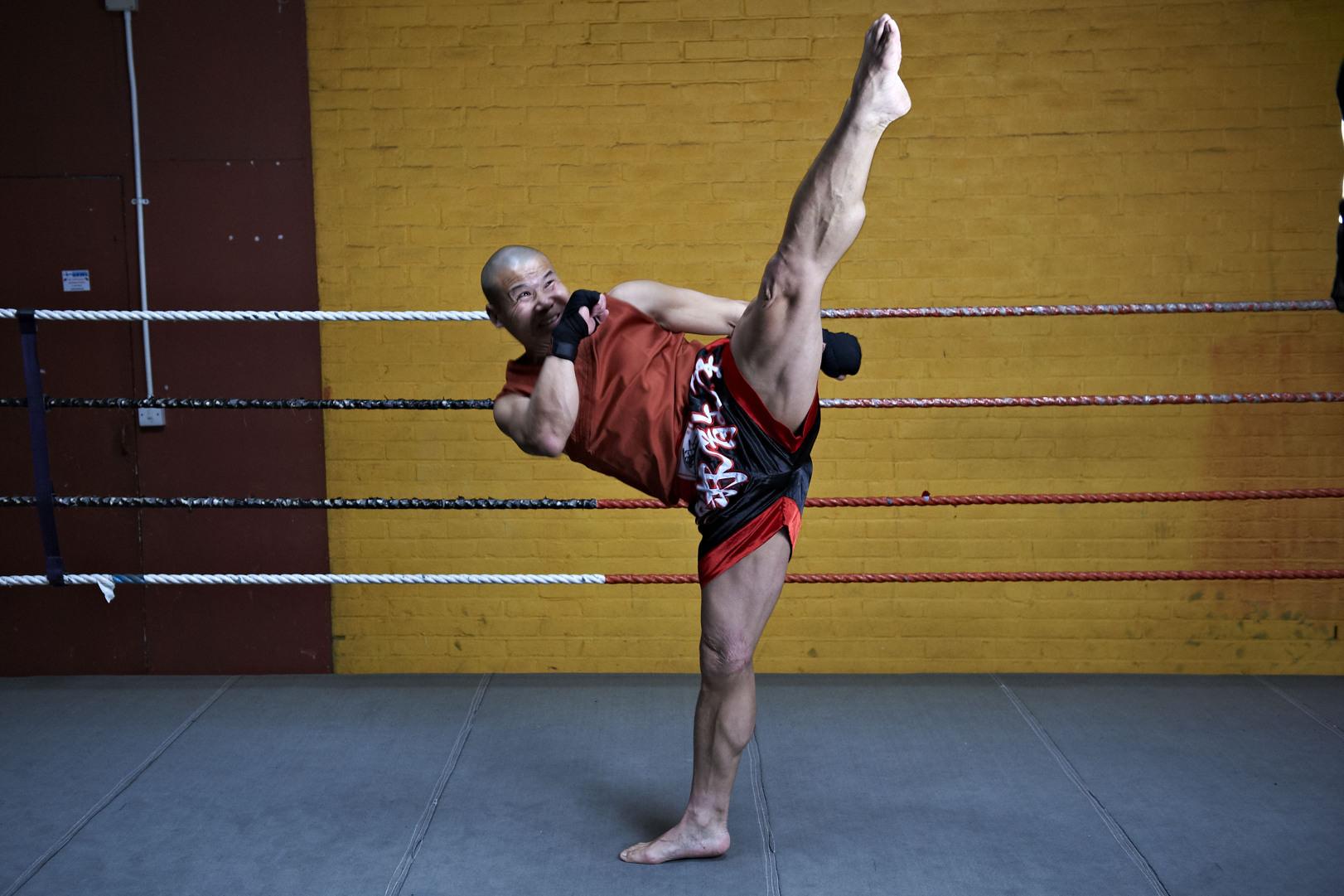 Shaolin temple uk shifu yanzi kick 23.jpg