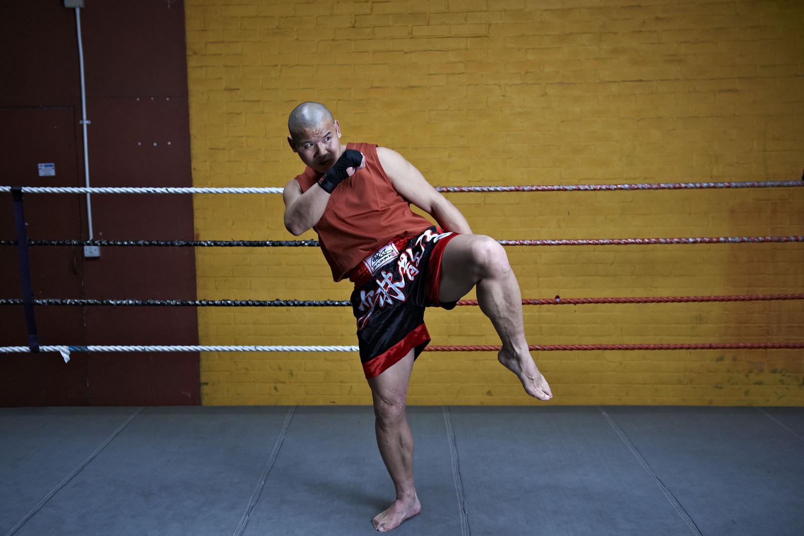 Shaolin temple uk shifu yanzi kick 25.jpg
