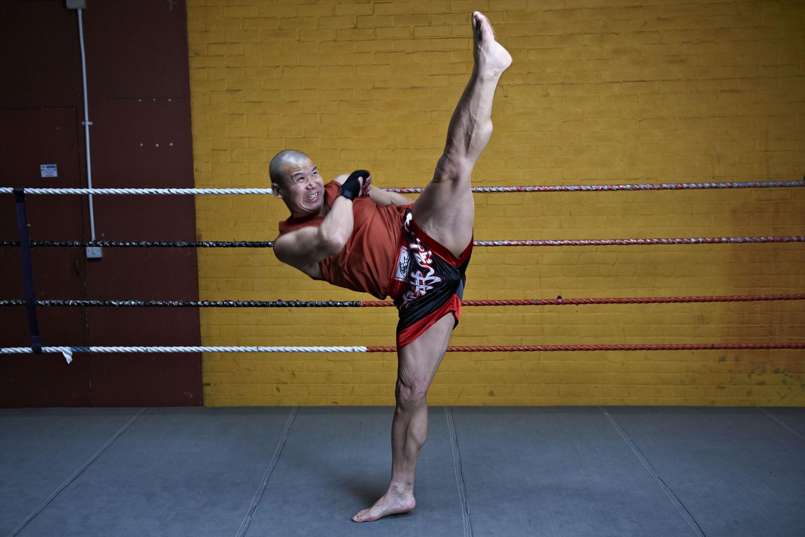 Shaolin temple uk shifu yanzi kick 26.jpg