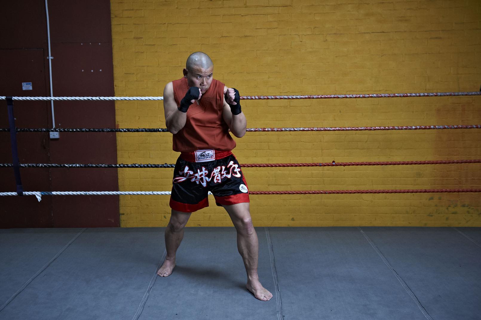 Shaolin temple uk shifu yanzi kick 27.jpg