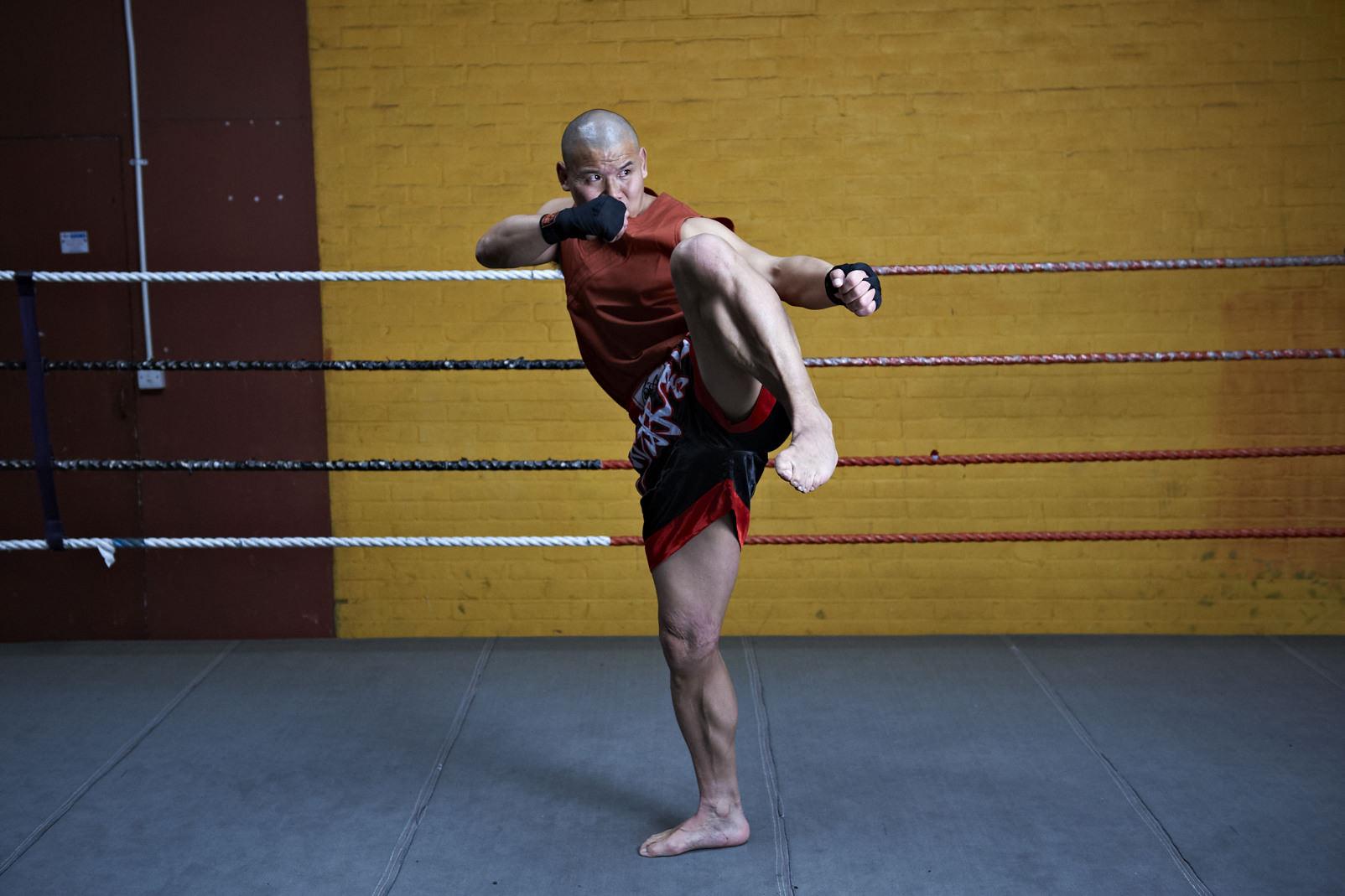 Shaolin temple uk shifu yanzi kick 31.jpg