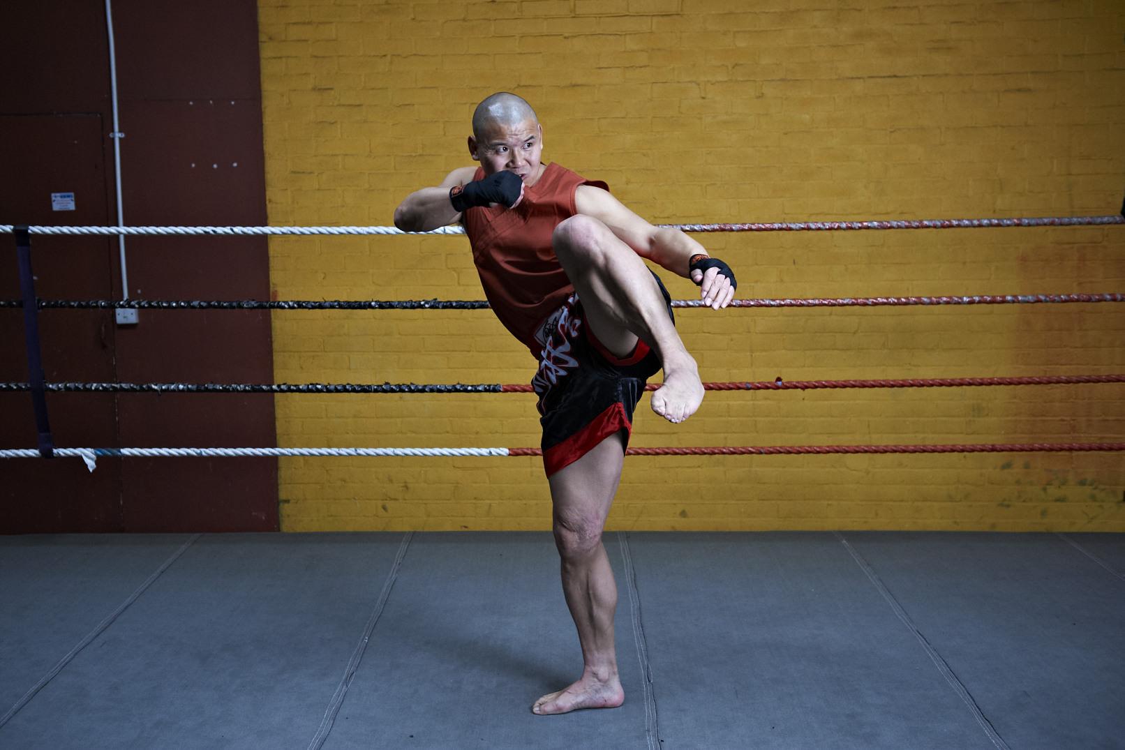 Shaolin temple uk shifu yanzi kick 30.jpg