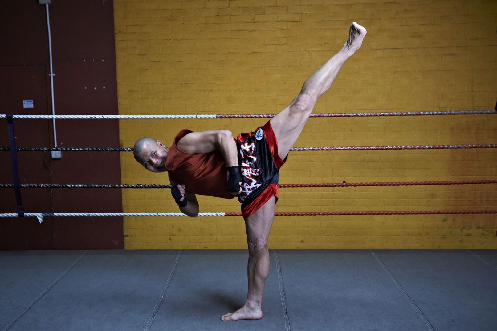 Shaolin temple uk shifu yanzi kick 34.jpg