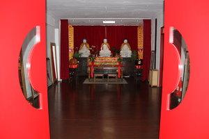 shaolin temple uk door to budda.JPG