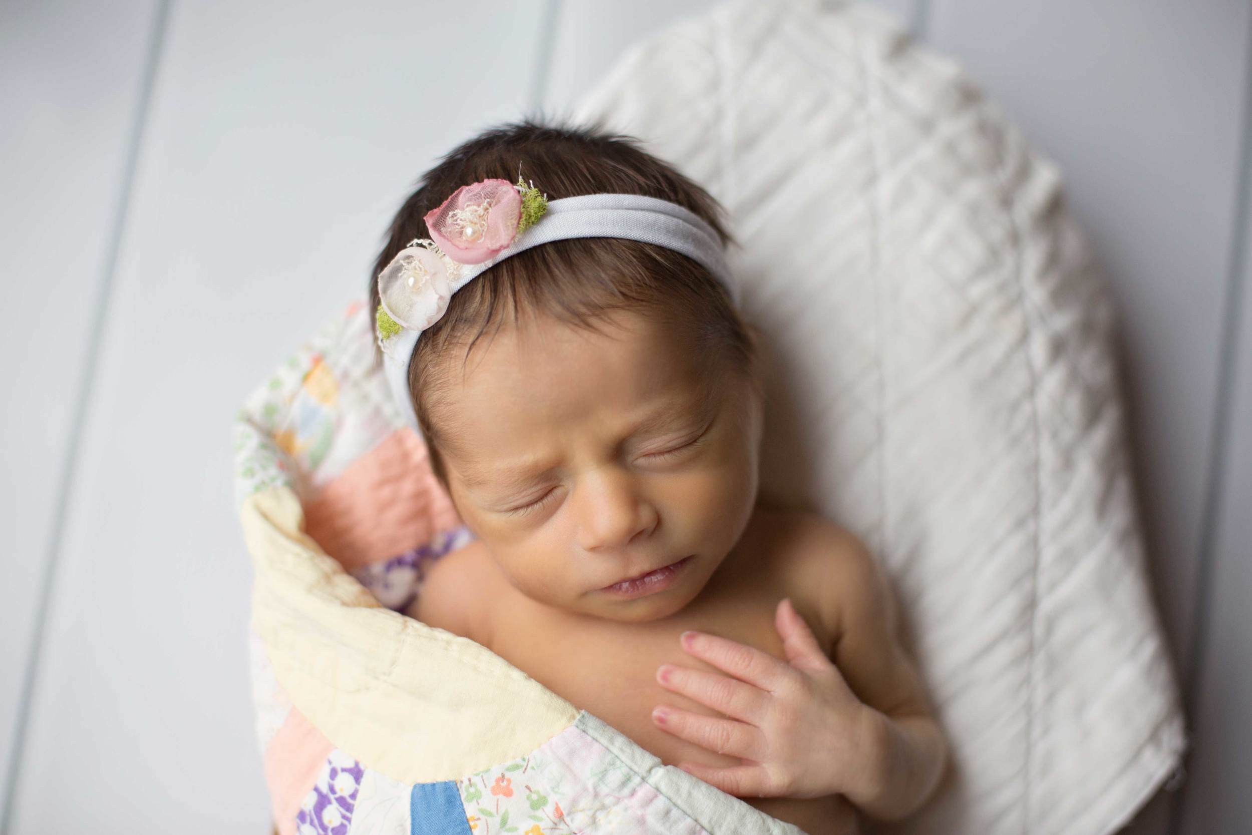Omaha-Newborn-Photographer-Lyla1.jpg