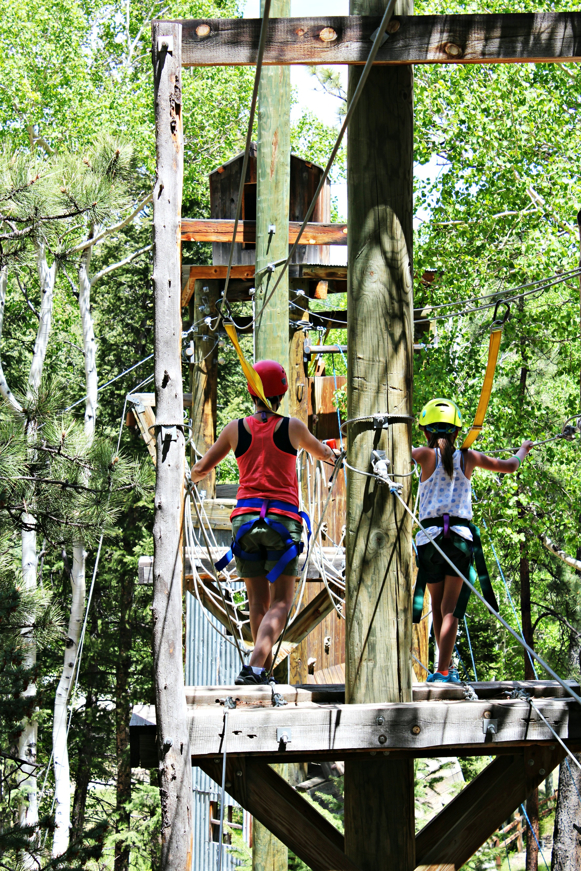 mother-daughter-ropes-course