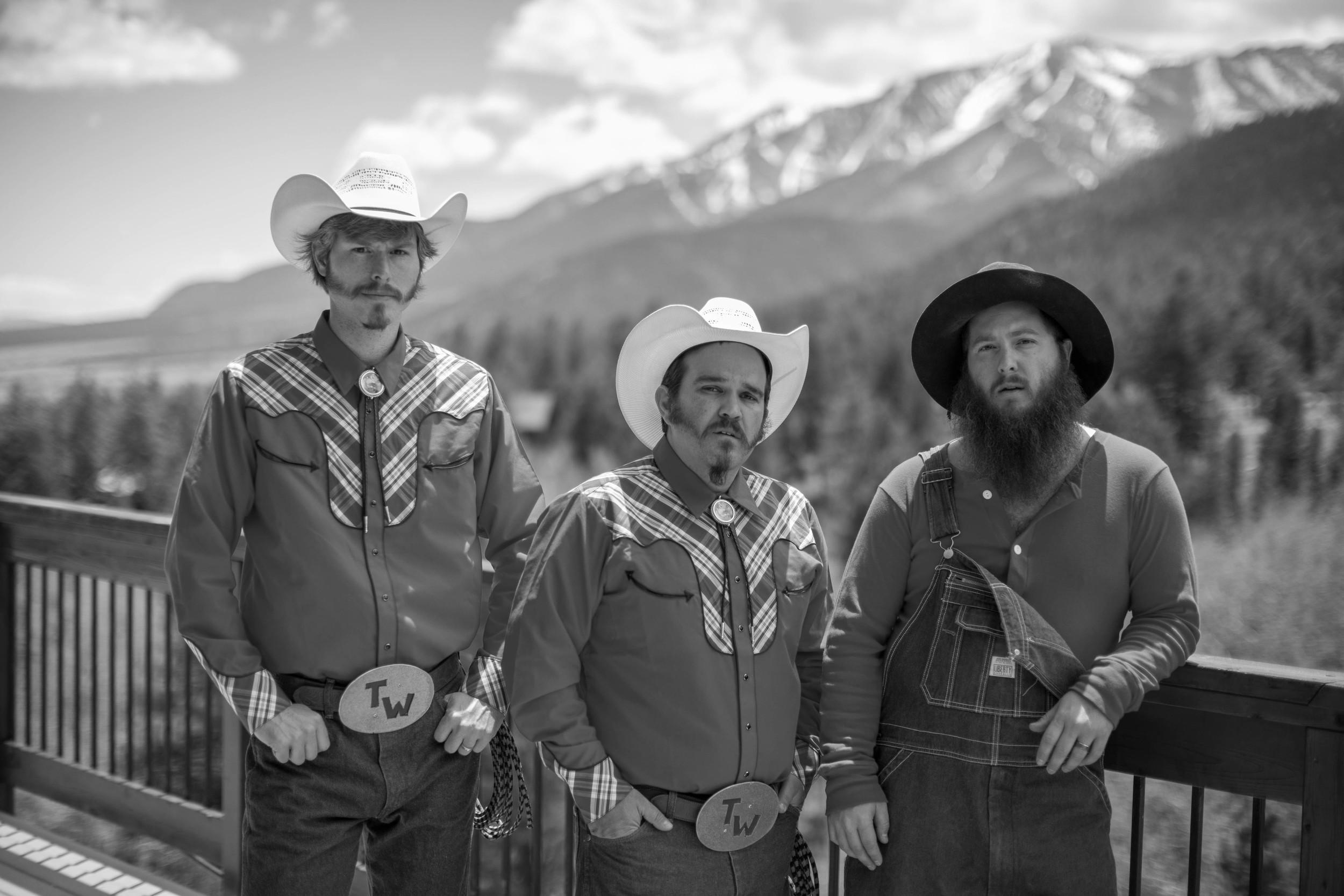 trail-west-cowboys