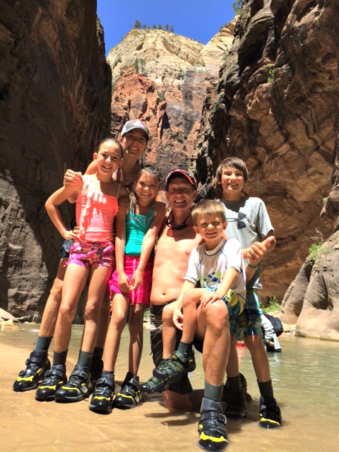 hiking-narrows-zion-with-kids