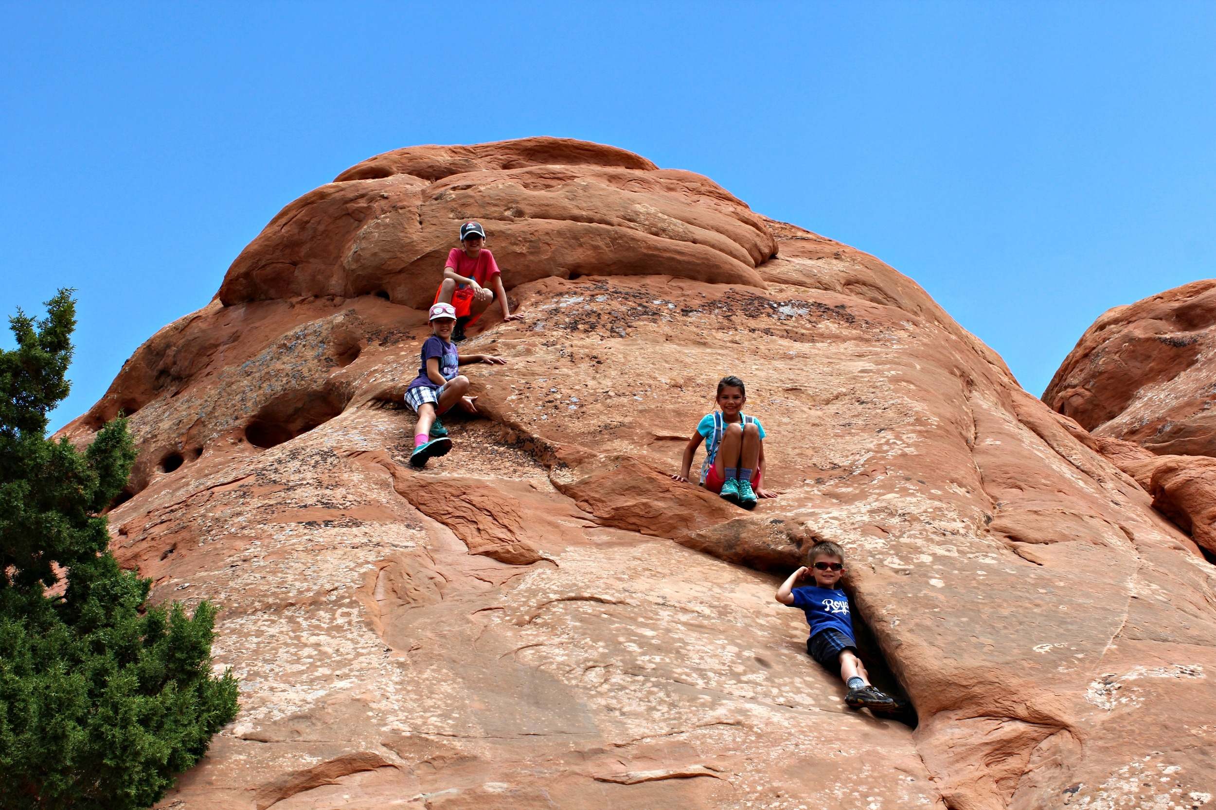 hiking-climbing-with-kids-arches-national-park