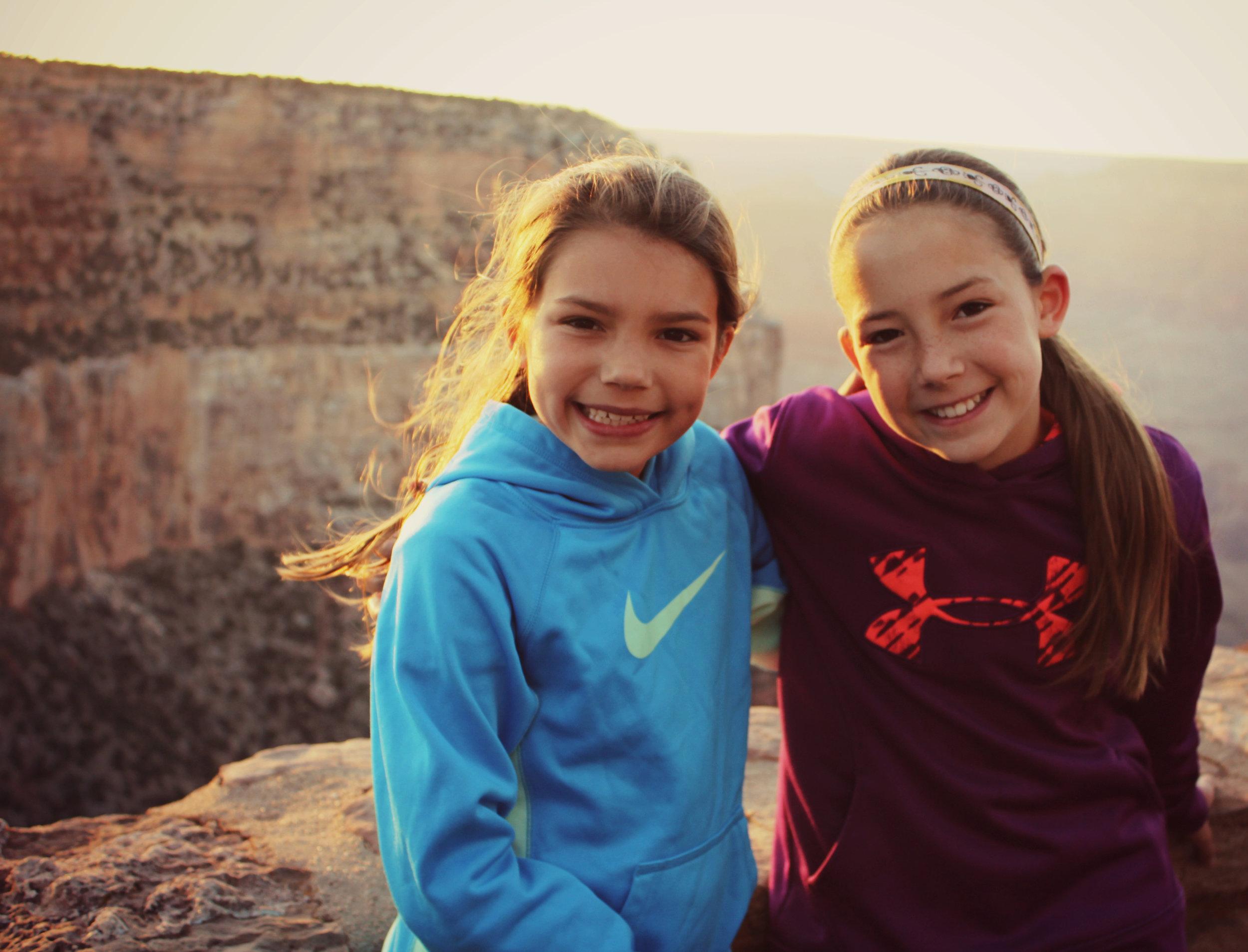 grand-canyon-sunset-two-girls