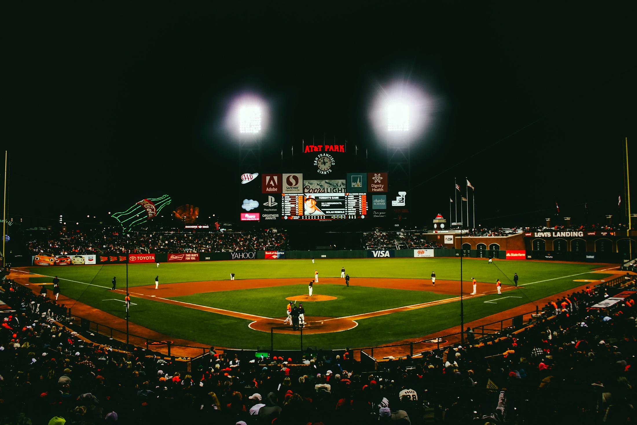 metlife-stadium-san-francisco-giants-baseball-night-game