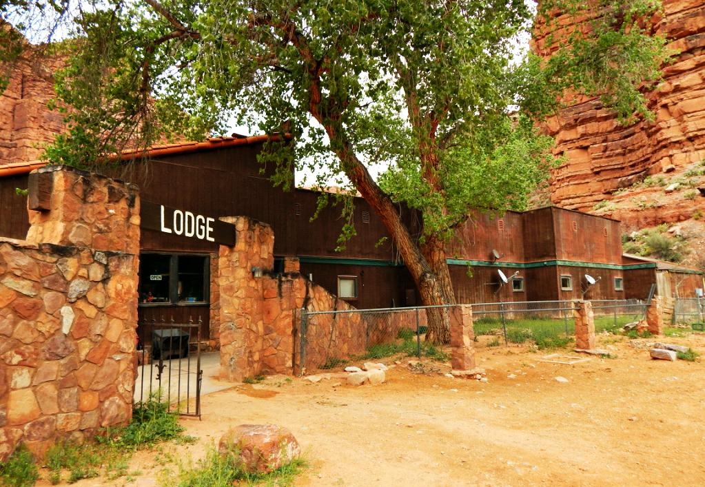 havasu-reservation-lodge-spring-break-arizona