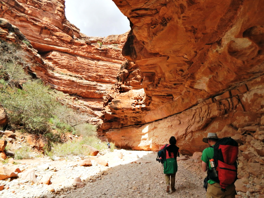 hiking-down-havasupai-trail-grand canyon
