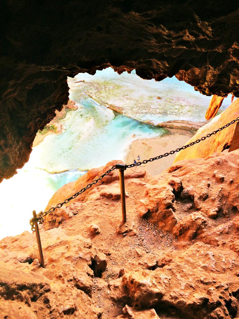 hiking-down-mooney-falls-havasupai-grand-canyon