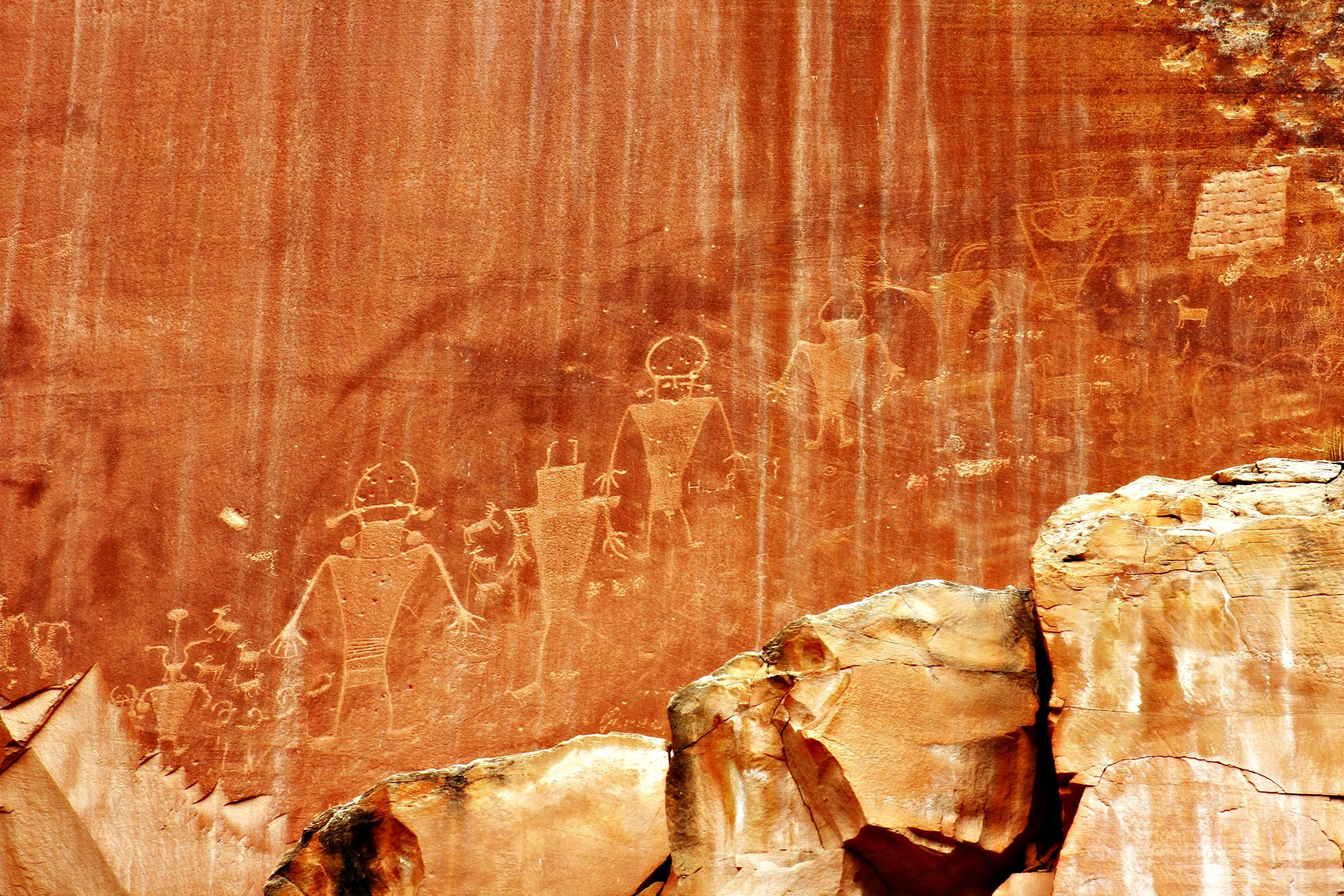 petroglyphs-capitol-reef-national-park-sites-kids
