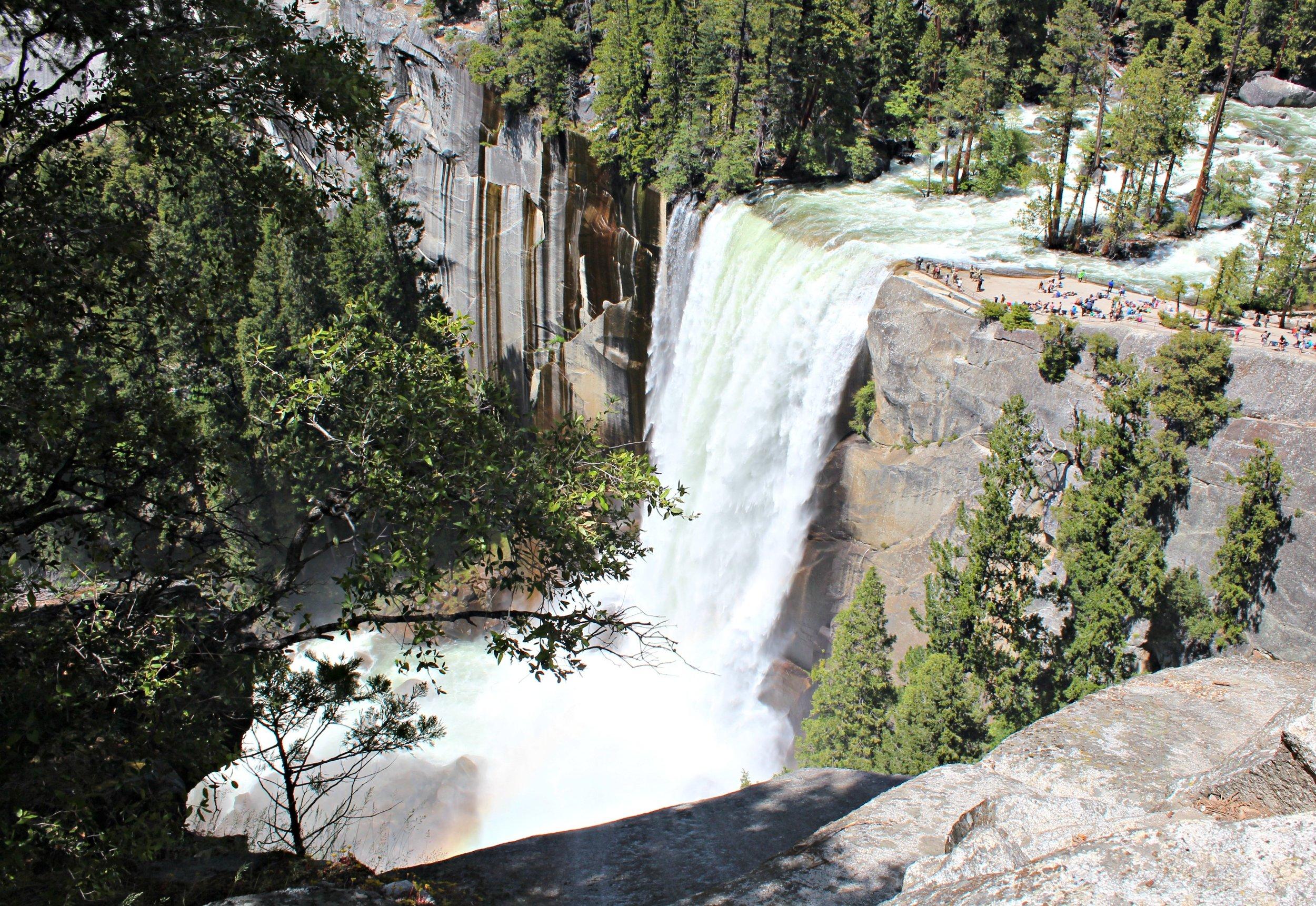yosemite-vernal-falls-overlook-john-muir-trail