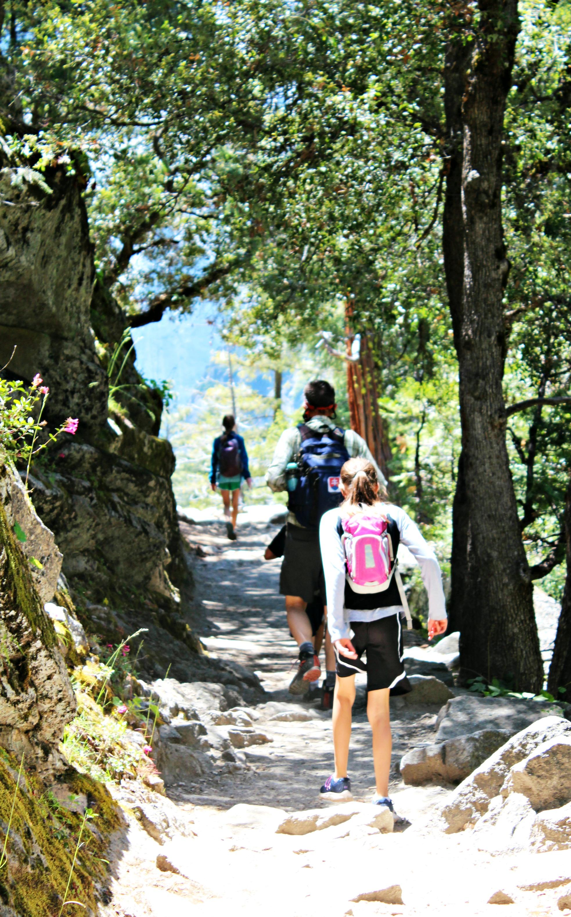 kids-hiking-down-john-muir-trail-yosemite