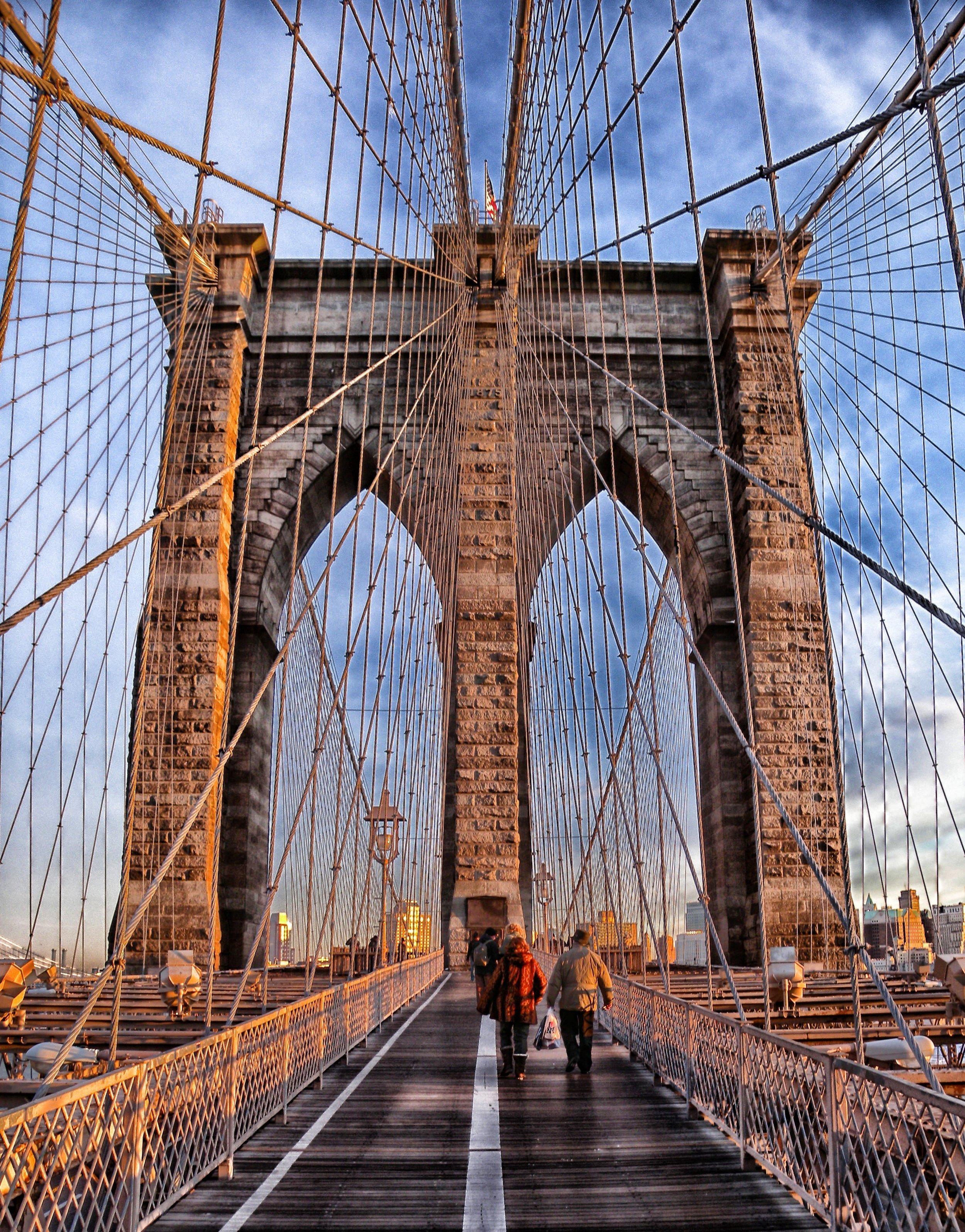 brooklyn-bridge-walking-sunset