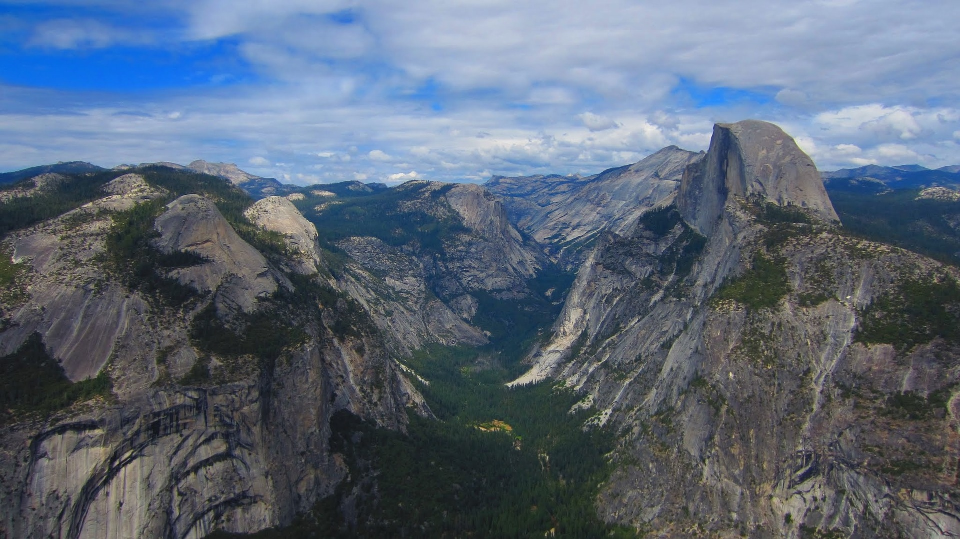 This photo and the one above of El Capitan are both used by permission, courtesy of  pixabay.com .