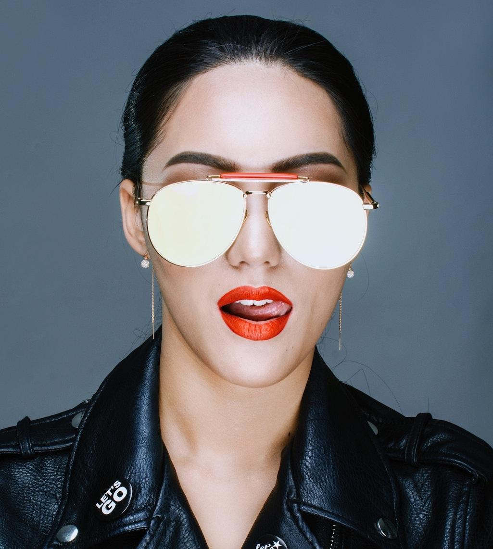 La place de ces lunettes est chez un opticien, pas sur votre photo de profil.