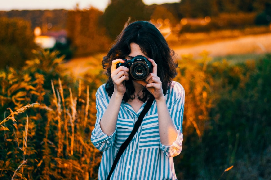 - Vous démarquer dans cette jungle professionnelle d'un seul coup d'œil ! On s'occupe de vous créer le portrait qui passera LE bon message auprès de votre futur partenaire professionnel.Votre CV doit être le sésame qui ouvre les bonnes portes ! La photo de profil en est la clé finale :) Préparez-vous le téléphone va sonner.