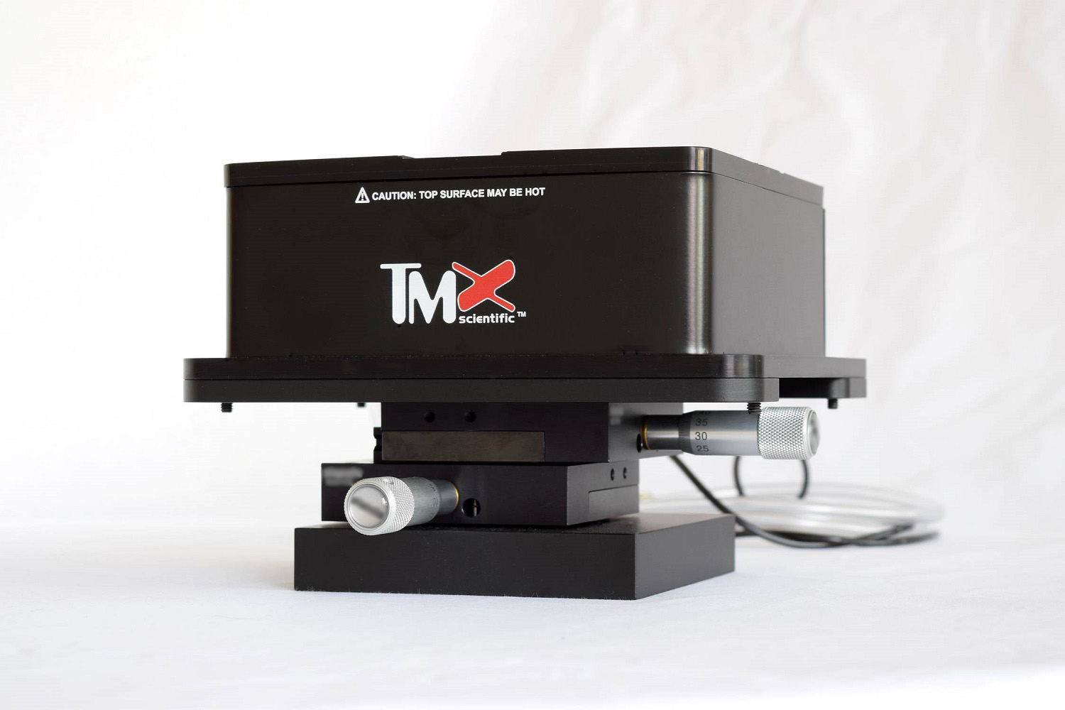 Heated sample holder with manual movement.