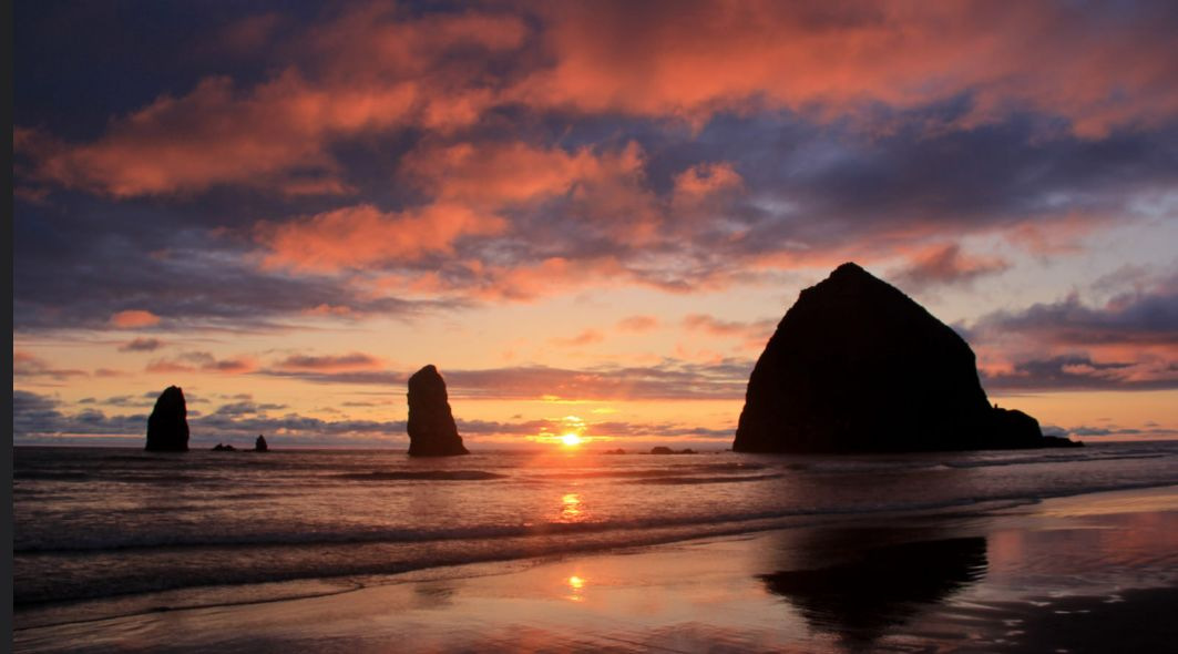 "Haystack Rock at Cannon Beach, Oregon    via   flickr    ""Welcome to Oregon's Cannon Beach"" is  here ."