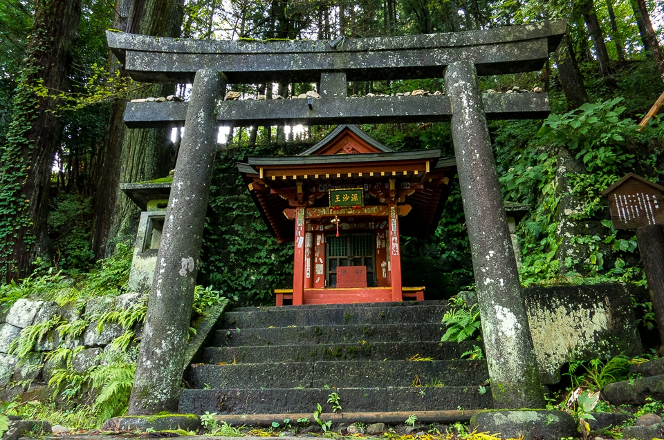 roadside-shinto-shrine-Nikko.jpg