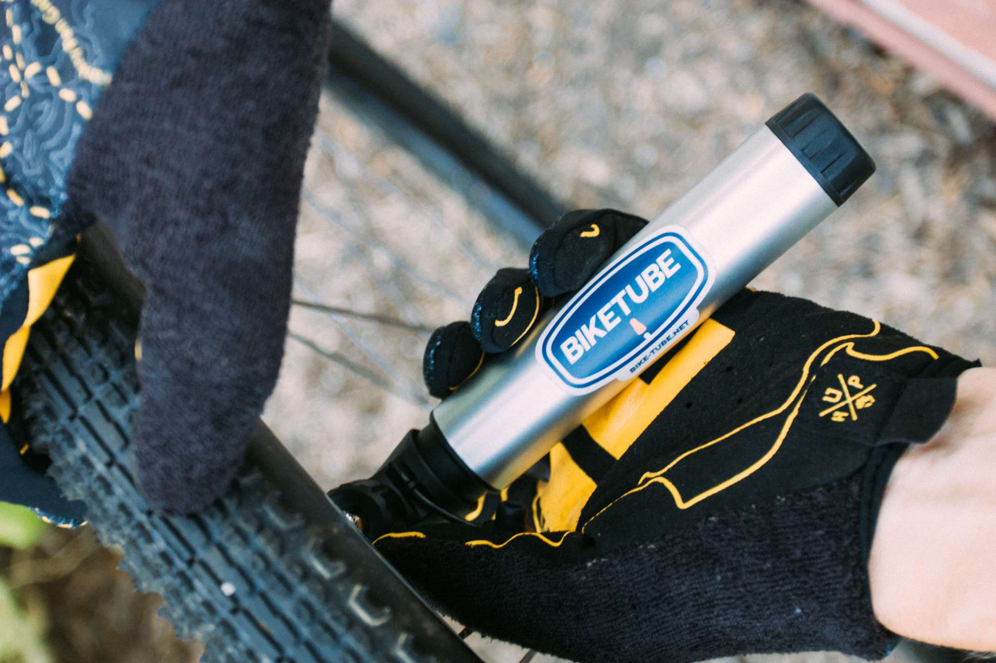 BIKETUBE Air Handler Mini Pump inflates gravel tires