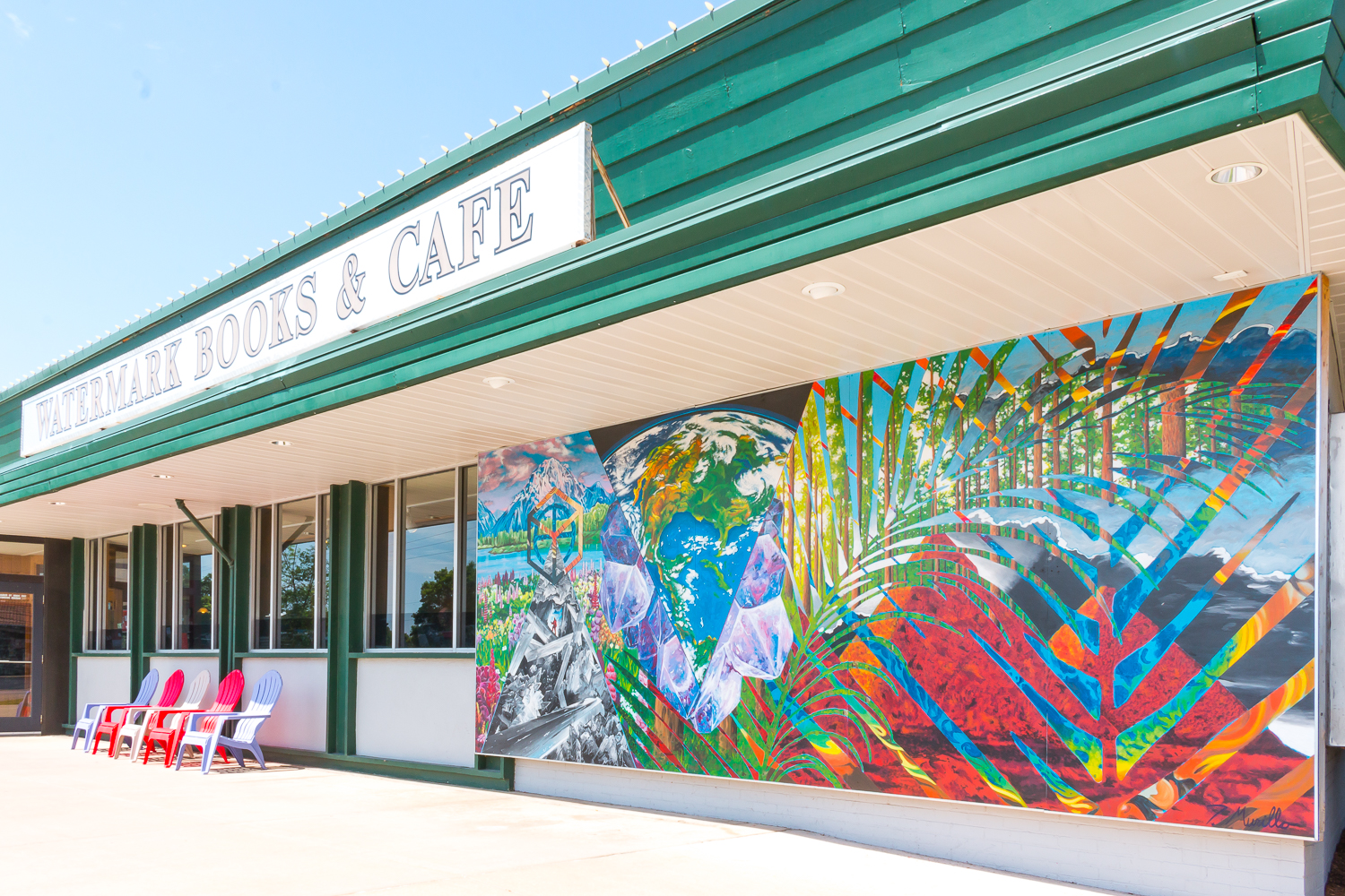 Lincoln Heights Village is home to one of the many murals in the Douglas Design District. Artist: Tom Murillo