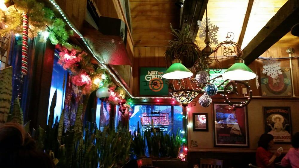 Harrys-Uptown-Bar-Grill-interior.jpg