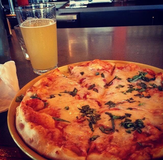 ilvicino_pizza-beer.jpg