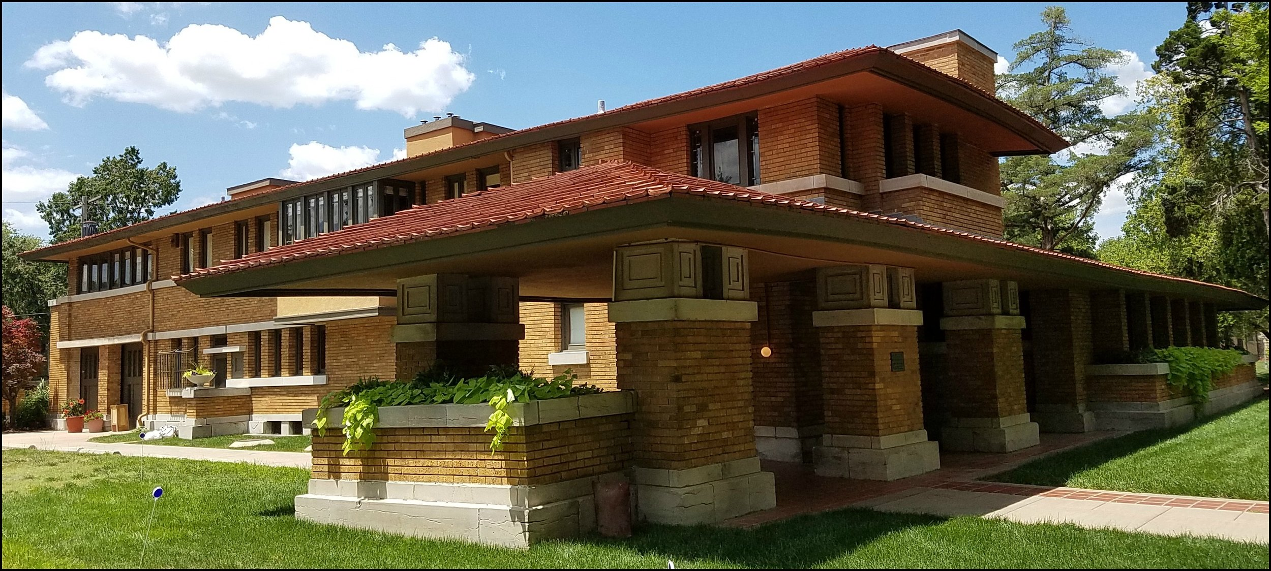 Frank Lloyd Wright House - 255 N. Roosevelt    SCHEDULE A TOUR