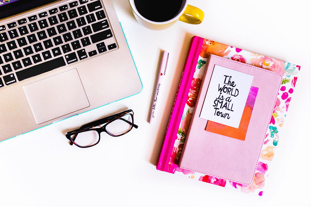 Click through to check out 6 tips on goal setting so that you can be more productive and actually ACHIEVE the goals that you set!