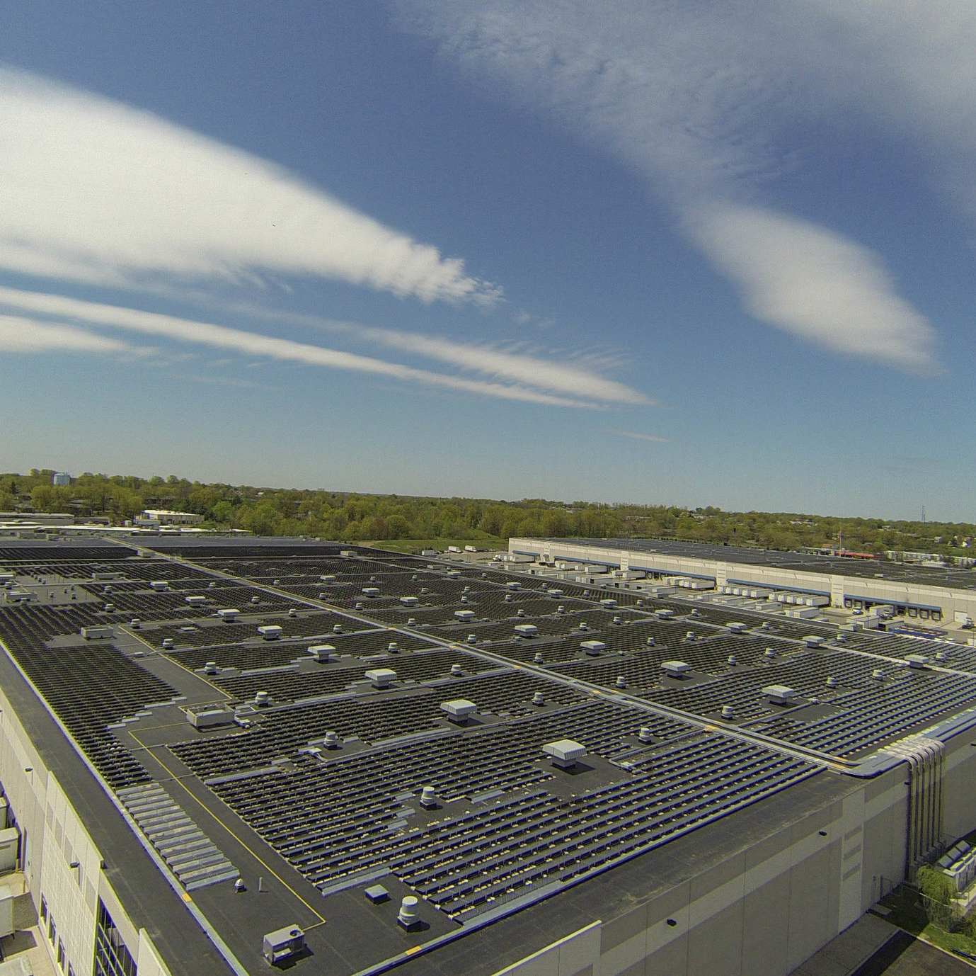 US Foods - 8.1 MW rooftop installation in Perth Amboy, NJUtility Company: Public Service Electric & Gas/ US FoodsThe Swan Creek-US Foods project, one of the largest rooftop installations in the US, was already designed when DynaSolar was asked to advise on solutions to engineering and compliance risks. Working in close partnership, DynaSolar and the general contractor implemented best-practice design features and met or exceeded new code requirements. Ultimately, the project was built to the highest safety standards using Tier 1 equipment and delivered under budget.