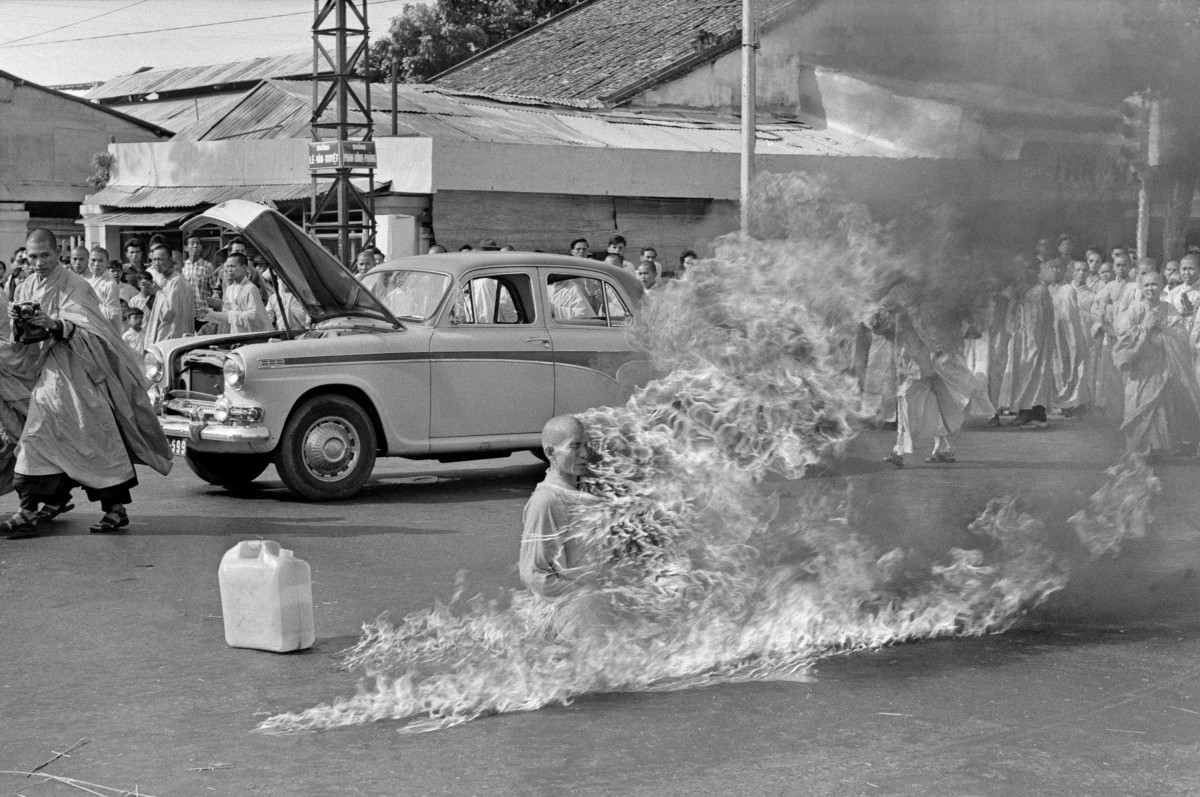 The self-immolation of Thích Quảng Đứ in 1963 (Credit: Malcolm Browne via Wikimedia Commons)