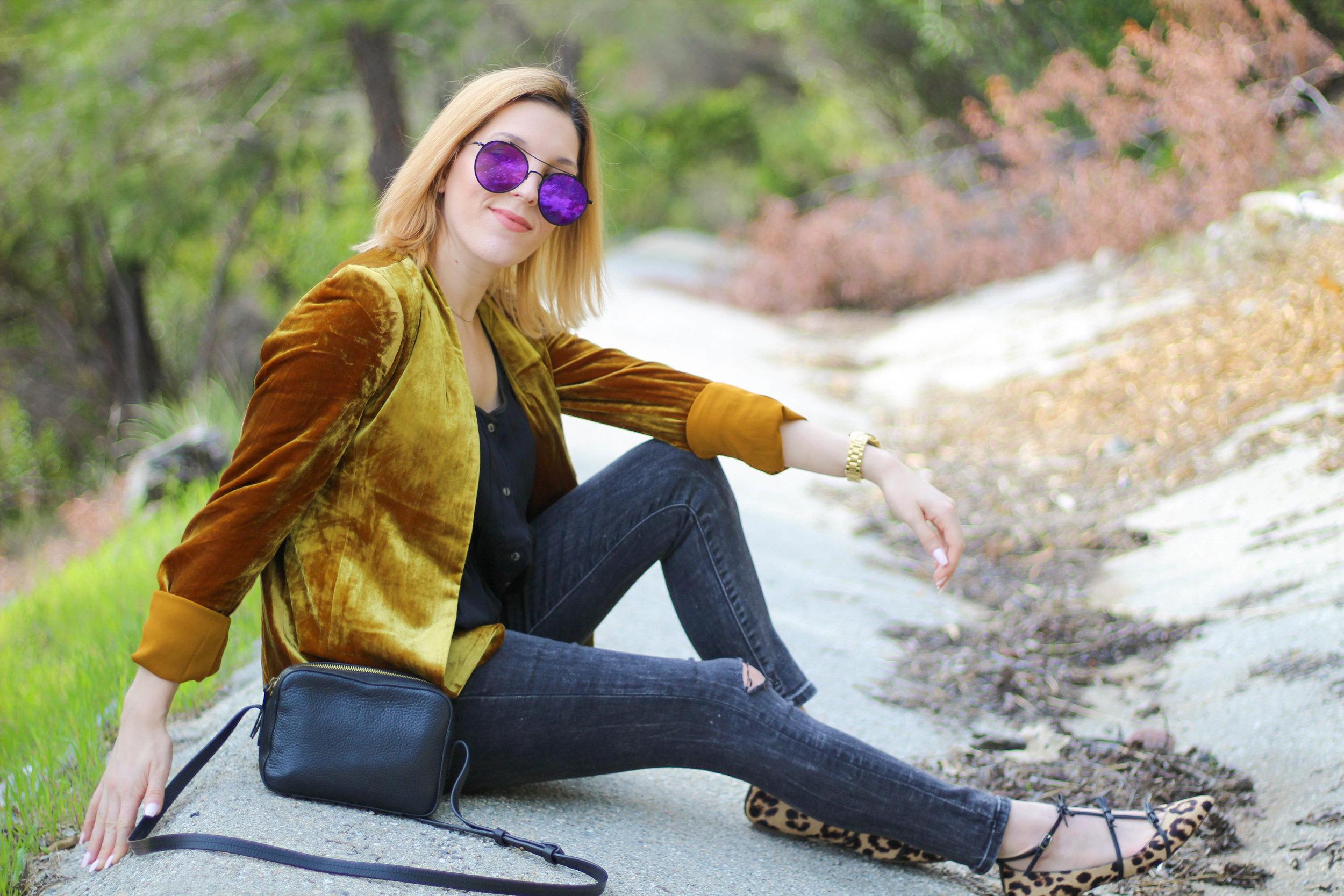 Blazer:   Loft   // Top: similar   here   // Jeans:   BR   // Belt:   BR   // Shoes: similar   here   // Bag:   J.Crew   // Sunnies: similar   here