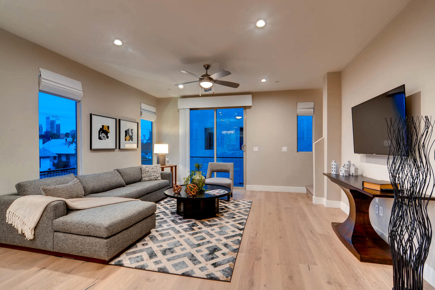 820 N 8th Avenue Phoenix AZ-large-004-4-Living Room-1500x1000-72dpi.jpg