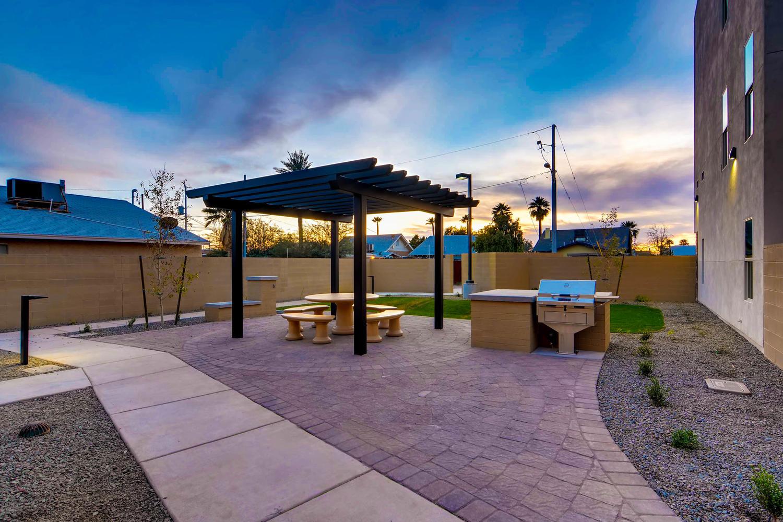 820 N 8th Avenue Phoenix AZ-large-009-15-Patio-1500x1000-72dpi.jpg
