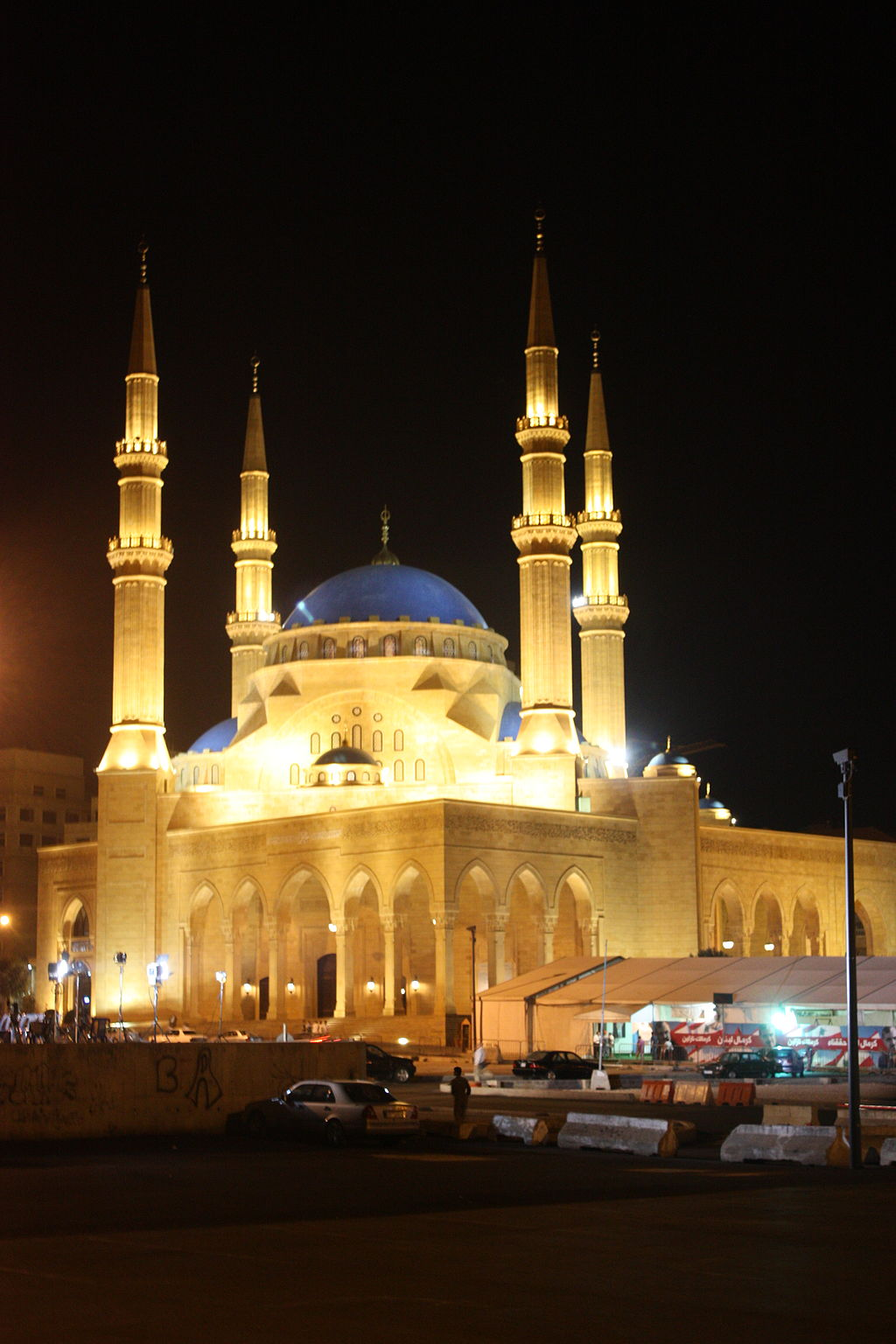 Al Amin Mosque, Beirut  (Picture by Arian Zwegers (Beirut, Mohammed al-Amin Mosque) [CC BY 2.0 (http://creativecommons.org/licenses/by/2.0)], via Wikimedia Commons)