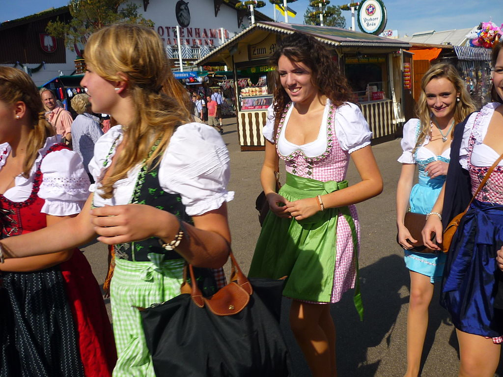 The traditional, timeless, head-turning dirndl  (Picture by Bayreuth2009 (Own work) [GFDL (http://www.gnu.org/copyleft/fdl.html) or CC BY 3.0 (http://creativecommons.org/licenses/by/3.0)], via Wikimedia Commons)