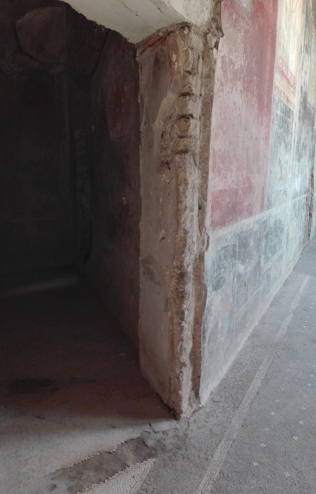 ingresso LAtrina a 45 gradi in villa San MArco di Stabia .NA. foto G. Ascione
