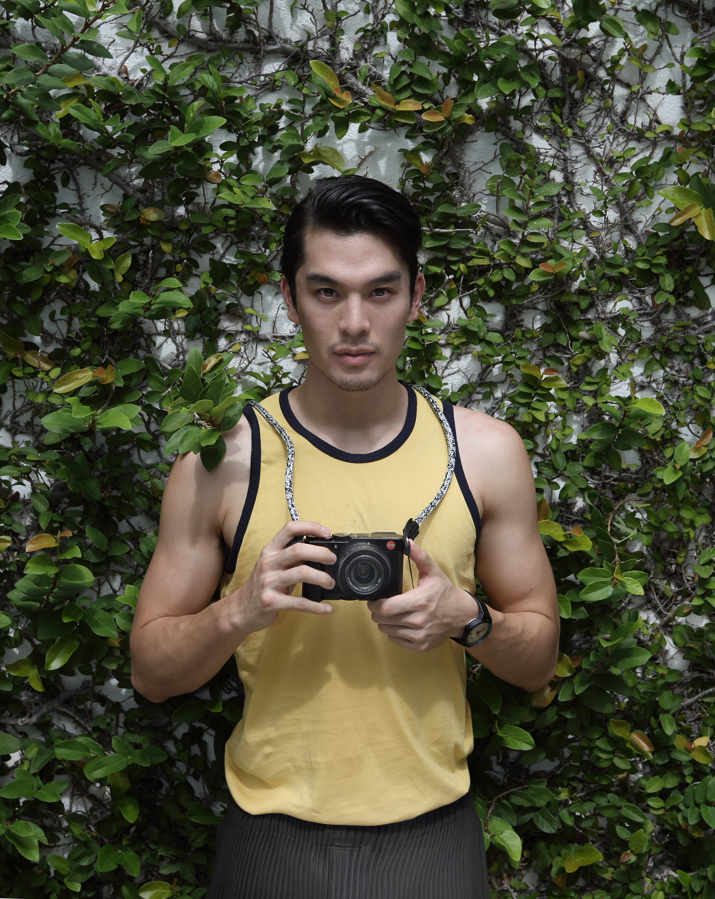 tank top : NOXX / pant : Issey Miyake Homme Pliss / watch : FORREST / camera : Leica
