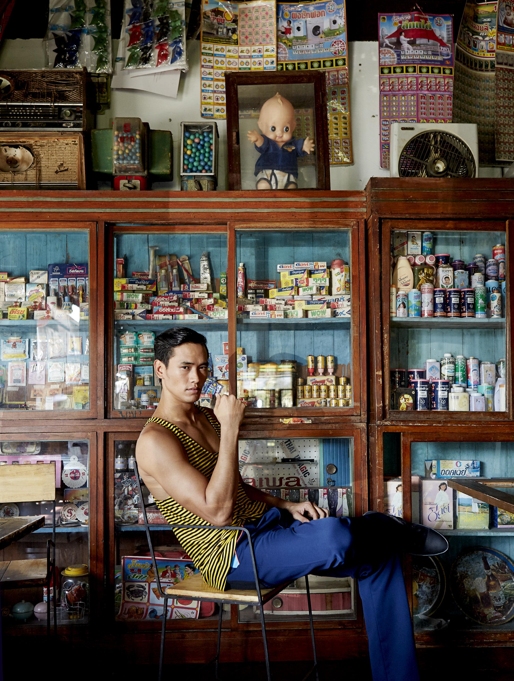 ร้านเชย ถนนยมจินดา  clothes : PRADA