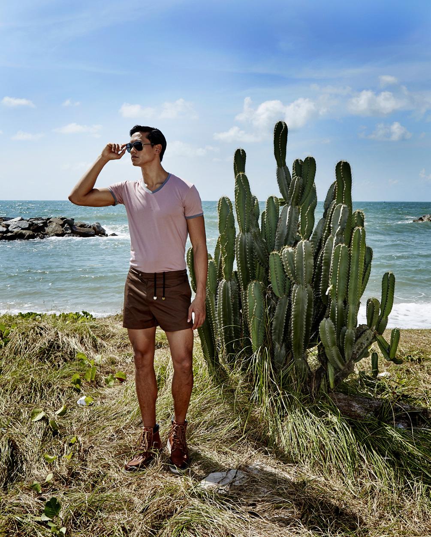 หาดแสงจันทร์  tshirt : NOXX / trunk : TIMO /sunglasses : Dolce & Gabbana / boots : H&M