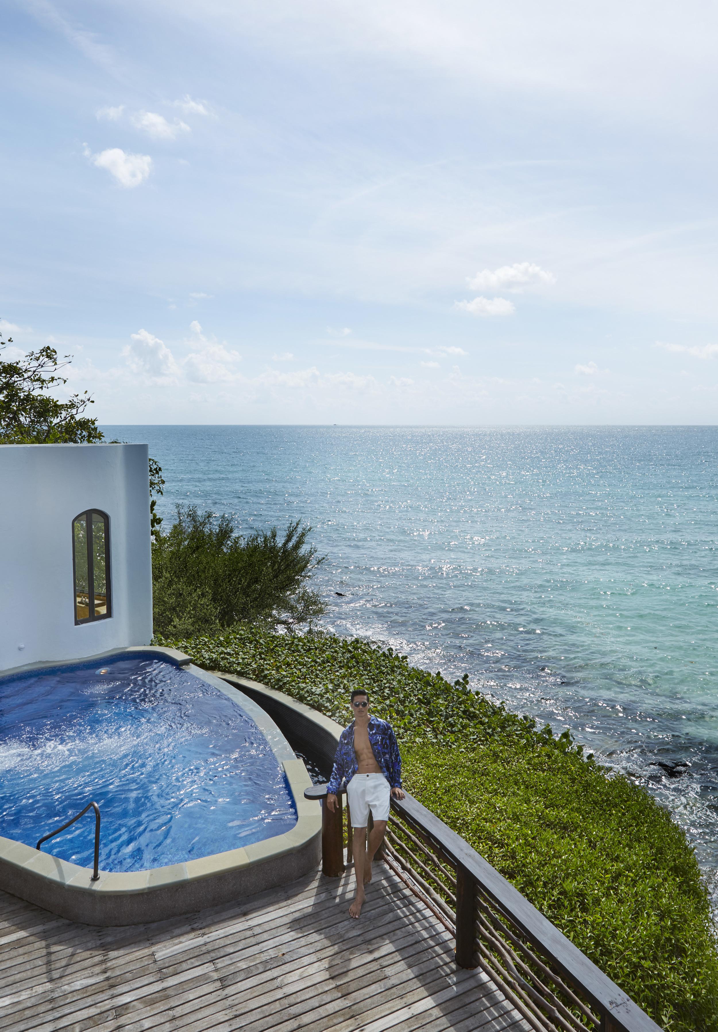 Paradee Resort, Samed Island  shirt : Emilio Pucci / short : Armani Exchange