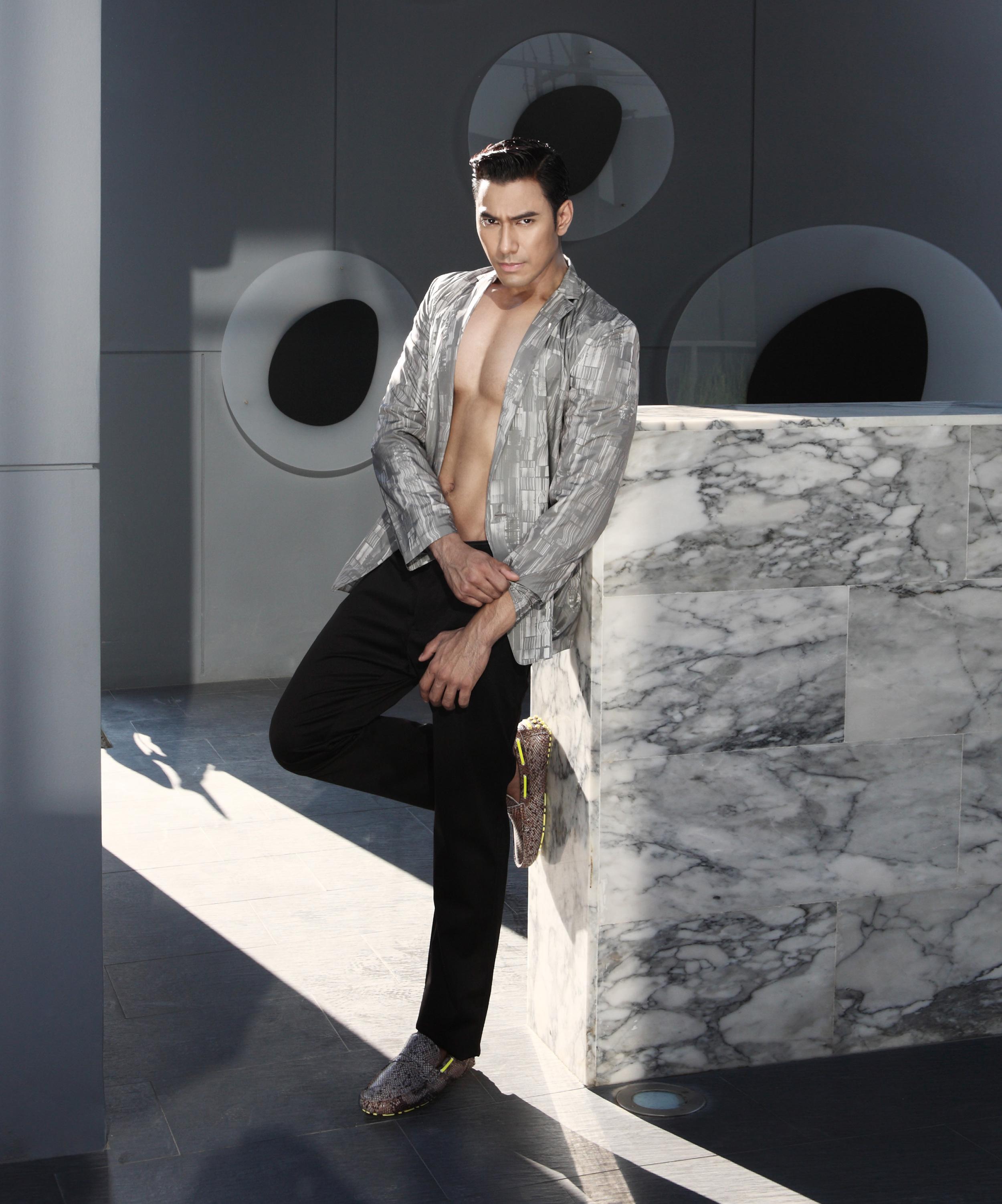 clothes : Calvin Klien Collection / shoes : Pedro
