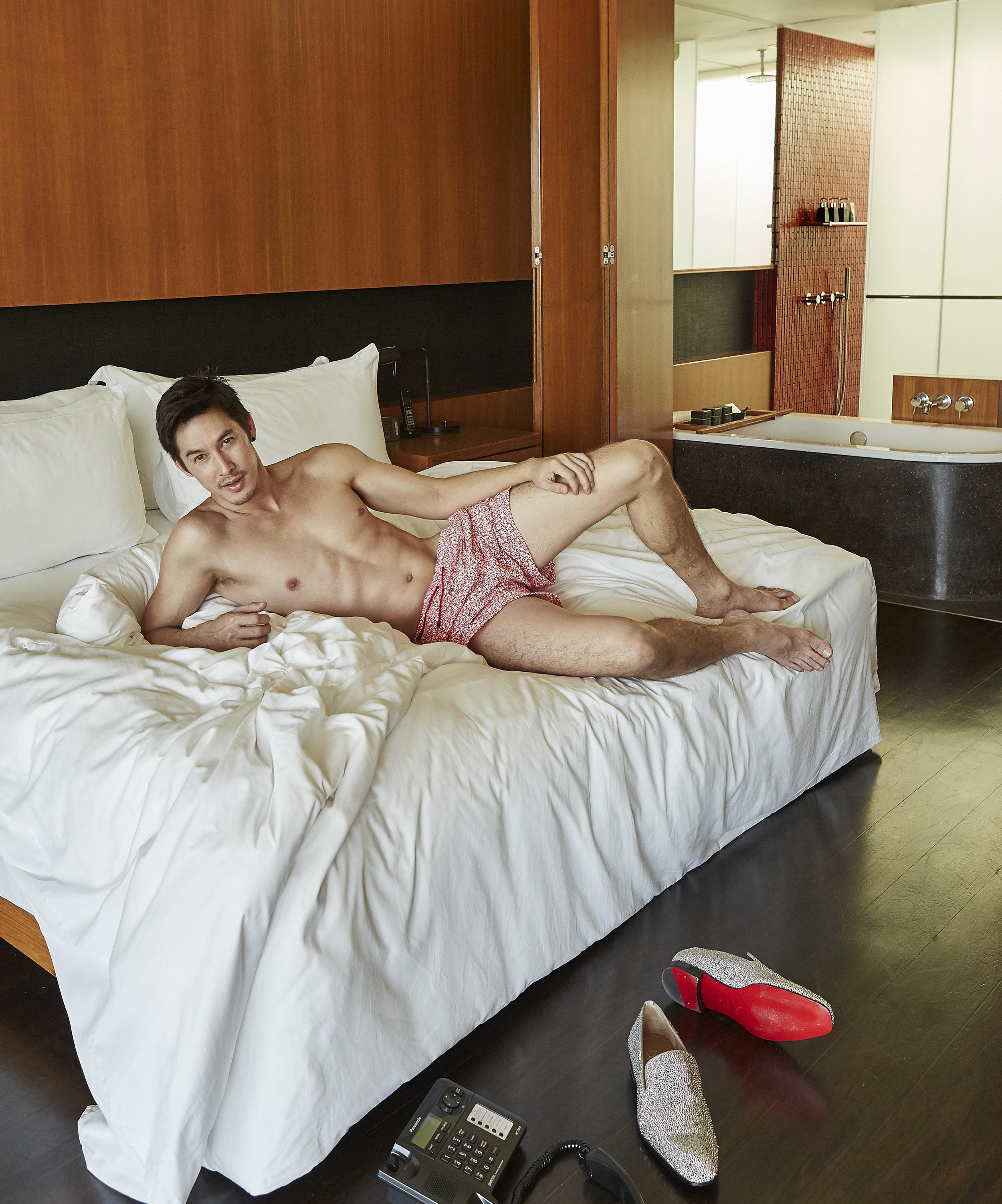 shorts : Hackett London / shoes : Christian Louboutin